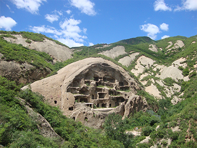 photo d'un village troglodyte en chine